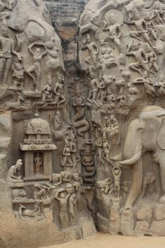Detalle de Nagas surgiendo desde el suelo. Bajo relieve de el descenso del Ganges o la Penitencia de Arjuna.