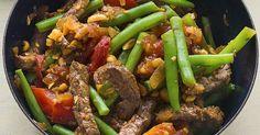 Für alle Bohnenfans ist diese deftige Pfanne mit Erdnüssen und Sojasauce ein Muss.