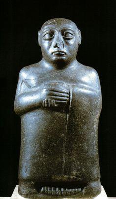 Estátua de homem, Séculos XXII-XXI a.C., Museu do Louvre, Paris.
