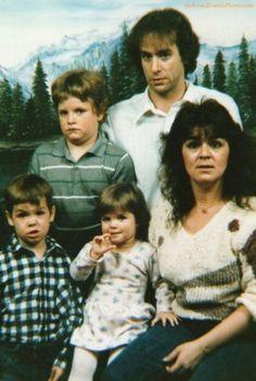 Curiosities: Awkward Family Photos...haha, that mom is really enjoying this. :)