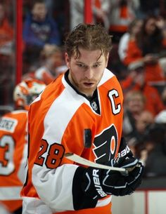 Claude Giroux - Philadelphia Flyers Oh captain my captain Flyers Hockey, Ice Hockey Teams, Hockey Players, Sports Teams, Flyers Players, Hockey Apparel, Hockey Stuff, Maurice Richard, Philadelphia Flyers