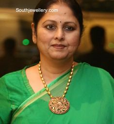 Jayasudha in a dholki mala photo Sterling Necklaces, Gold Necklace, Gold Earrings, Small Necklace, Short Necklace, Gold Bangles, Beaded Jewelry, Antique Jewelry, Pendant Jewelry