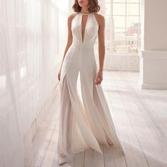 Surprise all with this amazing wedding jumpsuit! Modern, gritty and super glamour! [Dress: online on nicolemilano. Wedding Jumpsuit, Lace Wedding Dress, Backless Jumpsuit, Princess Wedding Dresses, Best Wedding Dresses, Bridal Dresses, White Jumpsuit, Bridal Corset, Sparkly Dresses