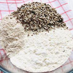 Pâine integrală cu semințe, rețetă simplă și rapidă – Chef Nicolaie Tomescu Food, Projects, Meal, Essen, Hoods, Meals, Eten