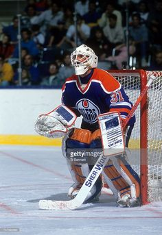 goalie-grant-fuhr-of-the-edmonton-oilers-makes-the-save-during-an-nhl-picture-id147492685 (703×1024)