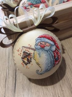 Cross Stitch Christmas Ornaments, Quilted Ornaments, Christmas Embroidery, Christmas Cross, Christmas Decor, Cross Stitch Art, Modern Cross Stitch, Cross Stitching, Cross Stitch Patterns