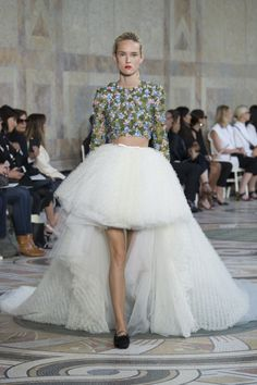 Giambattista Valli Fall 2017 Couture Fashion Show Collection