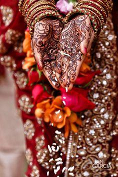 59 Super Ideas For Wedding Makeup Asian Natural Indian Bridal - Natural Makeup Simple Ethnic Wedding, Big Fat Indian Wedding, Desi Wedding, Indian Weddings, Wedding Henna, Wedding Ideas, Pintura Tribal, Motif Paisley, Motif Arabesque