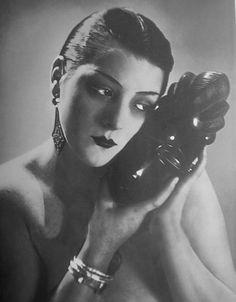 Kiki de Montparnasse, variation for 'Noire et Blanche' - 1926 - Photo by Man Ray (American, 1890-1976) - @~ Mlle