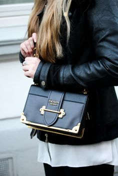 Mdeblog Bonn Streetstyle Designertasche Prada Cahier Bag