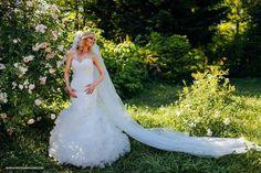 O imagine perfecta intr-o rochie cu stil si personalitate! Va dorim toata fericirea din lume si te felicitam Elena, pentru inspirata alegere a rochiei de mireasa Lillian West 6299. www.evrikabrides.ro - Pentru ca meriti o rochie de mireasa perfecta. Programari si informatii: (+4) 0754 976 960