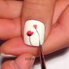 Poppy nails by @Ane_Li💕