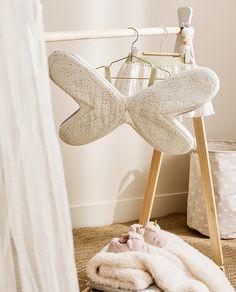 Cotton and chiffon butterfly wings. Zara Home Stores, Zara Home España, Zara United Kingdom, Girls Dress Up, Zara Kids, Shining Star, At Home Store, Butterfly Wings, Kids Decor