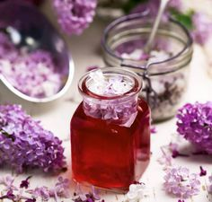 Syrensirap – recept Yummy Drinks, Yummy Food, Healthy Recepies, Homemade Sweets, Flower Food, Edible Flowers, Summer Treats, Spice Mixes, What To Cook