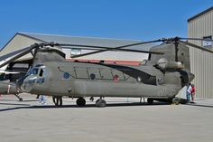 https://flic.kr/p/MLcHPr | CH-47D Chinook s/n 87-00070 | U.S. Army Boeing-Vertol CH-47D Chinook s/n 87-00070, Wheels & Wings Festival, Vail Valley Jet Center, Eagle County Airport, Eagle, CO, 11 September 2016.