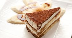Aj keď väčšinou siahneme po klasike, túto banánovú verziu si zamilujete. Food Cakes, Diabetic Desserts, Just Desserts, Bolo Tiramisu, Sweet Recipes, Cake Recipes, Easy Tiramisu Recipe, Patisserie Vegan, Beaux Desserts