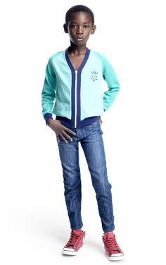 Look 28 garçon Okaidi leuke outfit jongen aqua jeans boy