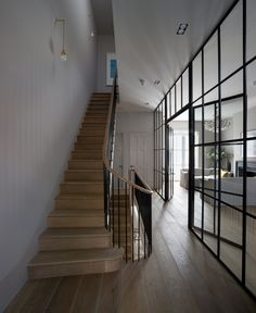I WANT THESE STAIRS love them completely. Wooden tread, simple handrail and balustrade. BY Michaelis Boyd Associates – staircase Interior Exterior, Interior Architecture, Interior Door, Kitchen Interior, Crittal Doors, Crittall Windows, Holland House, House On A Hill, Staircase Design