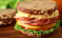 What's your favorite sandwich? Don't forget it's National Sandwich Day! Best Diets To Lose Weight Fast, Healthy Food To Lose Weight, Best Food Ever, Weight Loss Meal Plan, Weight Loss Smoothies, Diet And Nutrition, Food Photo, Good Food, Food And Drink