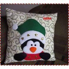 Cojines Manualidades Navideñas Frisavil - S/. 40,00 Christmas Fonts, Christmas Applique, Christmas Sewing, Noel Christmas, Felt Crafts, Diy And Crafts, Christmas Crafts, Christmas Decorations, Christmas Ornaments