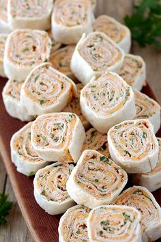 Taco Tortilla Roll Ups this quick and easy party appetizer filled with cream cheese sour cream chicken cheddar cheese taco seasoning taco sauce and parsley is perfect for every holiday or a party. New Year's Eve Appetizers, Make Ahead Appetizers, Quick And Easy Appetizers, Appetizer Recipes, Keto Recipes, Party Appetizers, Party Recipes, Pinwheel Appetizers, Pinwheel Recipes