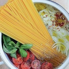 Try our one-pot tomato and basil pasta recipe. This super quick and easy pasta recipe makes for a perfect midweek vegetarian spaghetti recipe for 4 Tomato Dishes, Pasta Dishes, Food Dishes, Easy Pasta Recipes, Wine Recipes, Cooking Recipes, Vegetarian Spaghetti, Stress Eating, Basil Pasta
