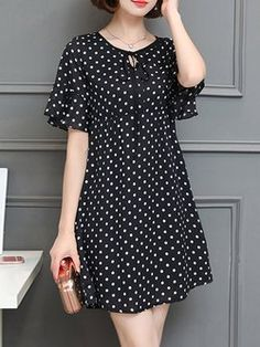 Black A-line Bell Sleeve Polka Dots Plus Size Plus Size Casual Dress Plus size women fasion moda dreBuy Casual Dress For Women at JustFashionNow. Online Shopping JustFashionNow Black Women Casual Dress Crew Neck A-line Going out Dress Short Sleeve Ch Floral Plus Size Dresses, Casual Dresses Plus Size, Plus Size Casual, Simple Dresses, Mode Outfits, Fashion Outfits, Dress Fashion, Fashion Clothes, Diy Clothes