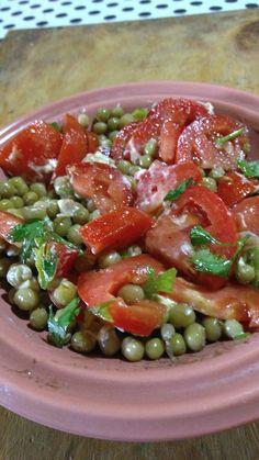Ensalada de arvejas, tomate y perejil