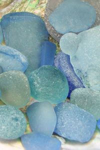 Sea glass, collecting it on each trip to the beach. Loving the idea of making a mosaic with it. Sea Glass Beach, Sea Glass Art, Beach Stones, Sea Glass Jewelry, Stained Glass, Color Menta, Jewel Of The Seas, Sea Glass Colors, Glass Rocks