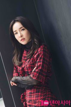 """170330 """"Lady in Read"""" Sandara Park for """"One Step"""" Press Interview"""