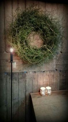 Pin by otokbrac on christmas Christmas Greenery, Christmas Flowers, Prim Christmas, Christmas Mood, Christmas Wreaths, Tree Decorations, Christmas Decorations, Holiday Decor, Vintage Wreath