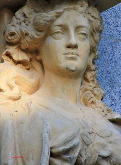 Cariátide del monumento a Alfonso XII en El Retiro. Madrid by Carlos Viñas, via Flickr
