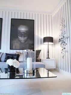 lampa,spegel,bord,lykta,hortensia,vas,tavla,konst,tapet,randig