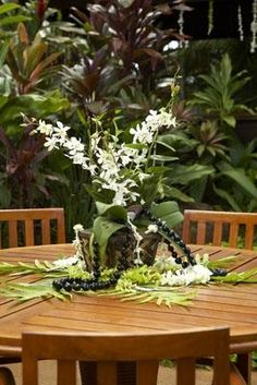 Hawaiian party decor