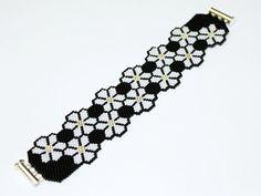 Free pattern for bracelet Bloom Grey by Eos