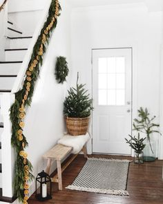 Minimal Christmas, Natural Christmas, Modern Christmas, Christmas Home, Christmas Crafts, Christmas Ornaments, Christmas Ideas, Gold Christmas, Christmas Shopping