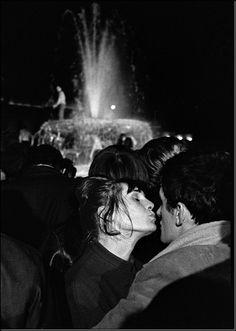 joeinct: Trafalgar Square, London, Photo by Ian Berry, 1964 Magnum Photos, People Photography, Street Photography, Ian Berry, Henri Cartier Bresson, Trafalgar Square, Photographer Portfolio, Best Photographers, Photojournalism
