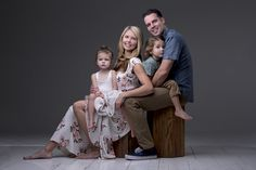 Learn About Perfect Photography With These Tips Family Photo Studio, Studio Family Portraits, Family Portrait Poses, Family Portrait Photography, Family Posing, Children Photography, Family Photos, Studio Photography Poses, Sibling Poses