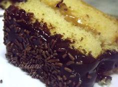 Receita bolo de creme de leite, recheado de doce de leite e coberto com creme de leite ninho e chocolate.