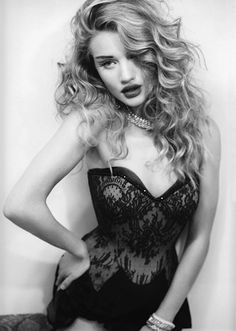 chanel-is-black-and-white:  Rosie Huntington-Whiteley