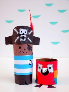 Pirat und Papagei aus Klopapierrollen basteln.