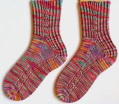 Stricktechnik - Firestarte / Yarnissima - toe-up (klasse toe-up-Sockenmuster, das fantastishc sitzt!!!) - hier tolle Sockenwolle