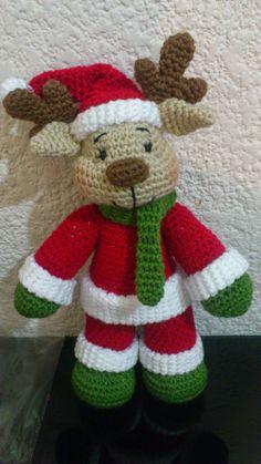 Como tejer un hermoso amigurumi reno de navidad a crochet (ganchillo) patron - How to crochet a beautiful amigurumi Christmas reindeer step by step Crochet Christmas Decorations, Christmas Crochet Patterns, Holiday Crochet, Christmas Knitting, Crochet Crafts, Crochet Dolls, Crochet Projects, Free Crochet, Crochet Ideas
