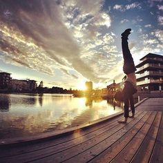 Awesome, Handstand! #BarKadeh  #بارکده