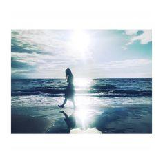 いいね!15件、コメント1件 ― @__.aqua_のInstagramアカウント: 「. light . . #iphone #indies_gram #as_archive #pics_jp #sea #reco_ig #portrait #blue #indy_photolife」 Rain Photography, Digital Photography, Simple Pictures, Cool Photos, Sea Photo, Insta Photo Ideas, Take Better Photos, Love Painting, Film Stills