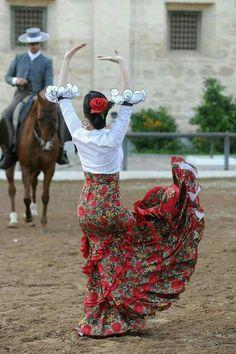 Ballet Is Woman: Supporting Real Women In a Rarefied Art Form Folk Dance, Dance Art, Tango, Spanish Dancer, Spanish Dress, Dance Photos, Lets Dance, Dancing In The Rain, Dance Photography