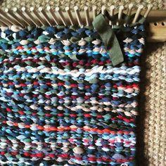 Peg loom rag rug work in progress - from the contents of the rag bag. Rug Loom, Loom Weaving, Hand Weaving, Braided Rag Rugs, Rag Rug Tutorial, Latch Hook Rugs, Fabric Yarn, Weaving Projects, Weaving Patterns