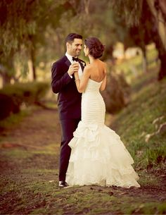 love this whole wedding. classic elegance meets spanish flair. Her dress is awesome too.