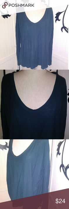 "James Perse Standard longsleeve V neck top James Perse Standard longsleeve V neck top. Oversized top. Deep forrest green color. Deep V. Excellent condition.  Size 3 Waist 26"" Length 25"" Sleeve 20"" No material tag * note; measurements are approx. Waist is from under arm to under arm unless there is a specific bust measurement. Sleeve measurements are from top shoulder seam to end of sleeve. If you need other measurements please don't hesitate to contact me! James Perse Tops Tees - Long Sleeve"