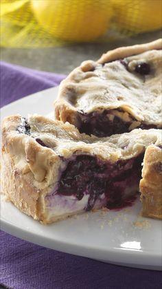 Deep Dish Lemon Blueberry Pie- Part blueberry pie, part lemon cheesecake inside two flaky pie crusts! Great Desserts, Best Dessert Recipes, Sweet Recipes, Delicious Desserts, Yummy Food, Pie Recipes, Yummy Recipes, Yummy Treats, Sweet Treats